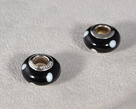 """""""Saturnus"""" egyedi üveg medál - fekete pöttyös (muránói üveg)"""