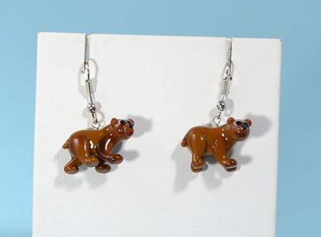 Barna medve - fülbevaló miniatűr üvegfüggővel