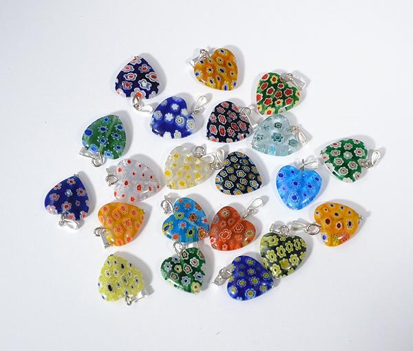 Fioretto apró színes üvegmedál